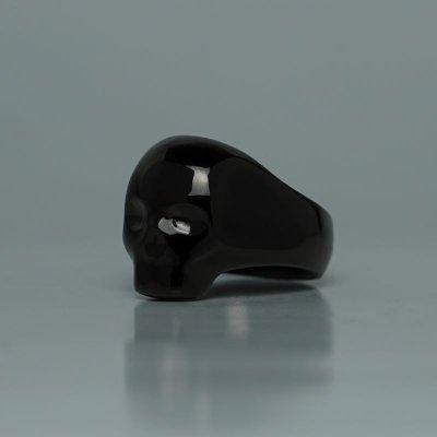 スタイリッシュな印象のスカルリング|シルエットスカルスモールリング(ブラック)